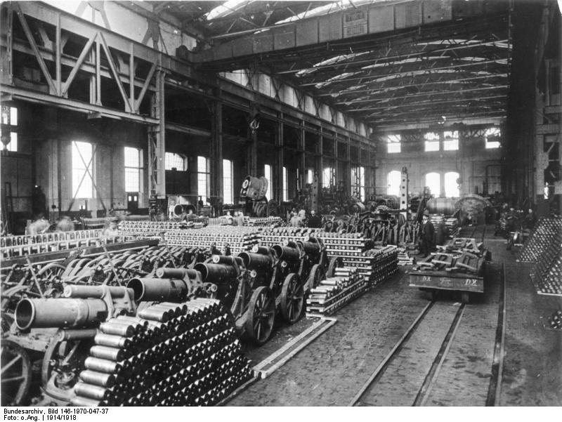 1. Weltkrieg.- Munitionsfabrik, Kanonen und Munition - Bundesarchiv, Bild 146-1970-047-37 / CC-BY-SA 3.0 [CC BY-SA 3.0 de], via Wikimedia Commons