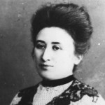 Rosa Luxemburg, führende linke Sozialdemokratin, Mitbegründerin der KPD, ermordet am 15.1.1919 in Berlin. Bundesarchiv, Bild 183-14077-006 / Unknown / CC-BY-SA [CC BY-SA 3.0 de], via Wikimedia Commons