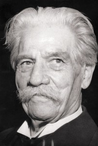 Albert Schweitzer, 1955 (Deutsches Bundesarchiv). Bundesarchiv, Bild 183-D0116-0041-019 / Unknown / CC-BY-SA 3.0 [CC BY-SA 3.0 de], via Wikimedia Commons