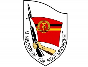 Emblem des MfS (Ministerium für Staatssicherheit) - Stasi - jgaray, based on Nickel Chromo's raster design (see Source and Other versions sections) from the original .jpg by en:User:Wiggy! 3 December 2005 [Public domain]